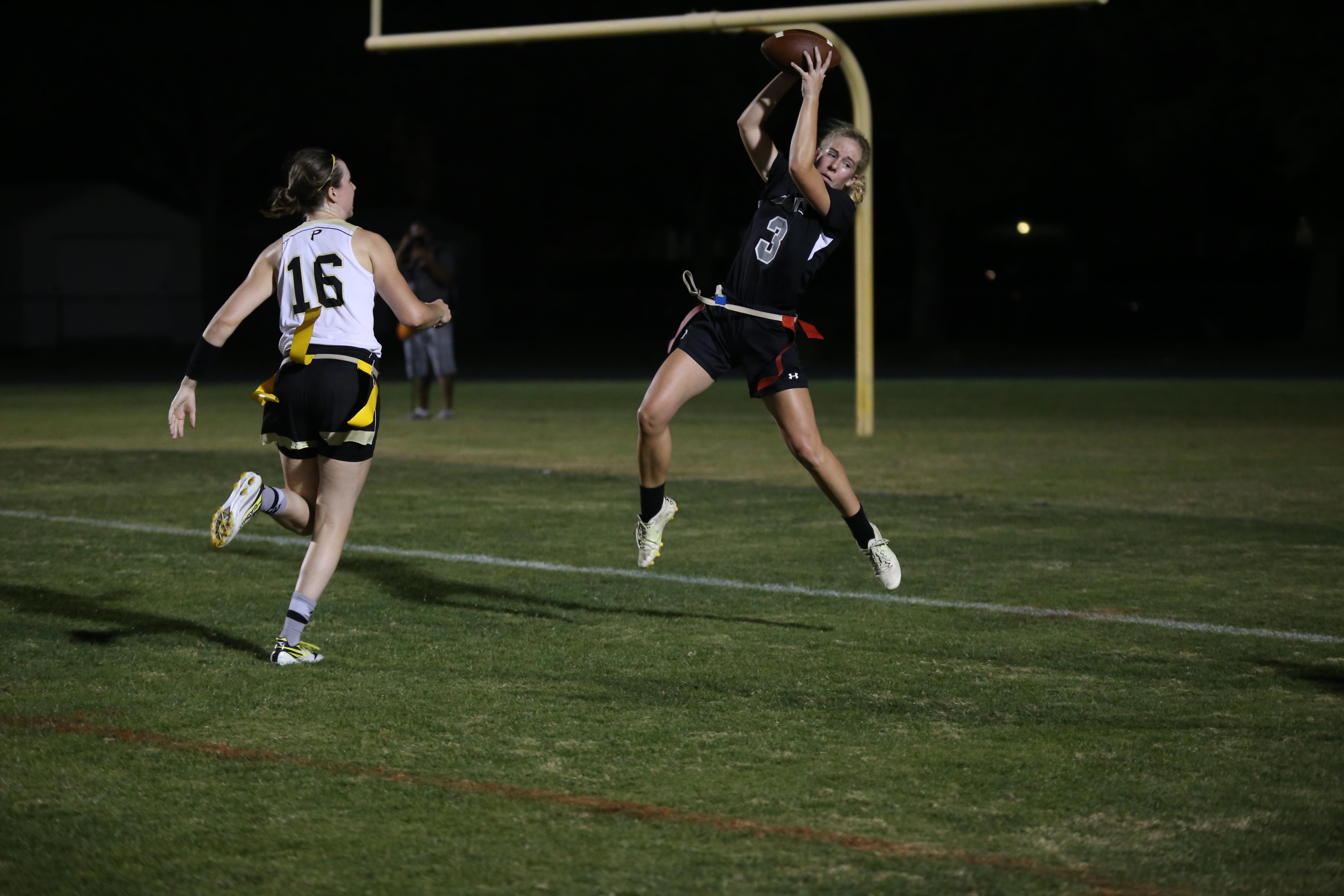 Emily Draper ('17) makes a jumping catch to get the extra point and tie the game at 14 in the fourth quarter.
