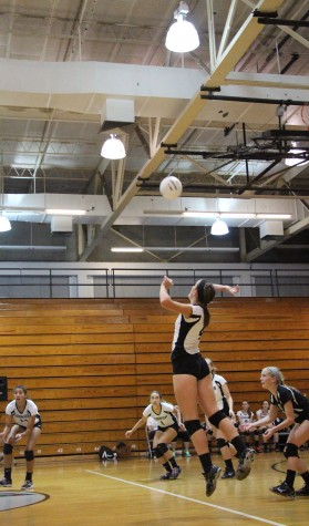 Volleyball Defeats Middleton In Three Sets