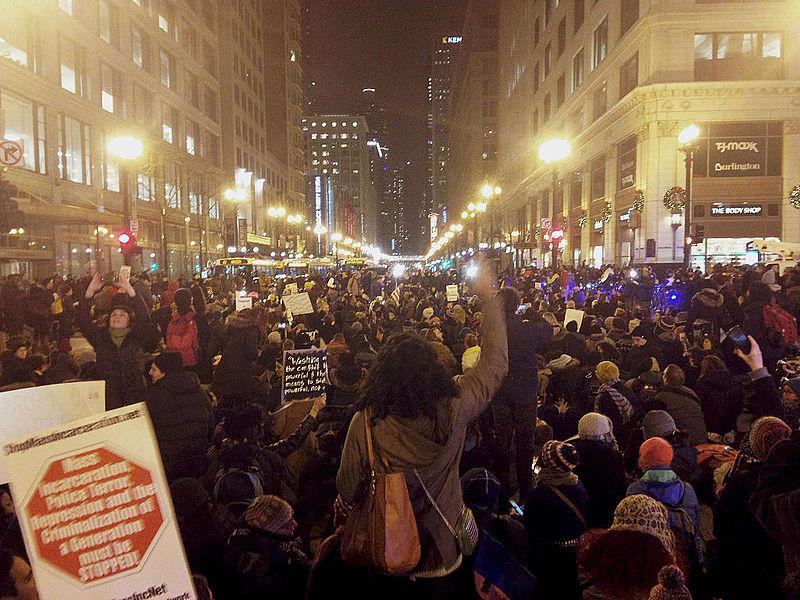 Protests+in+Chicago+resulting+from+the+Eric+Garner+decision.