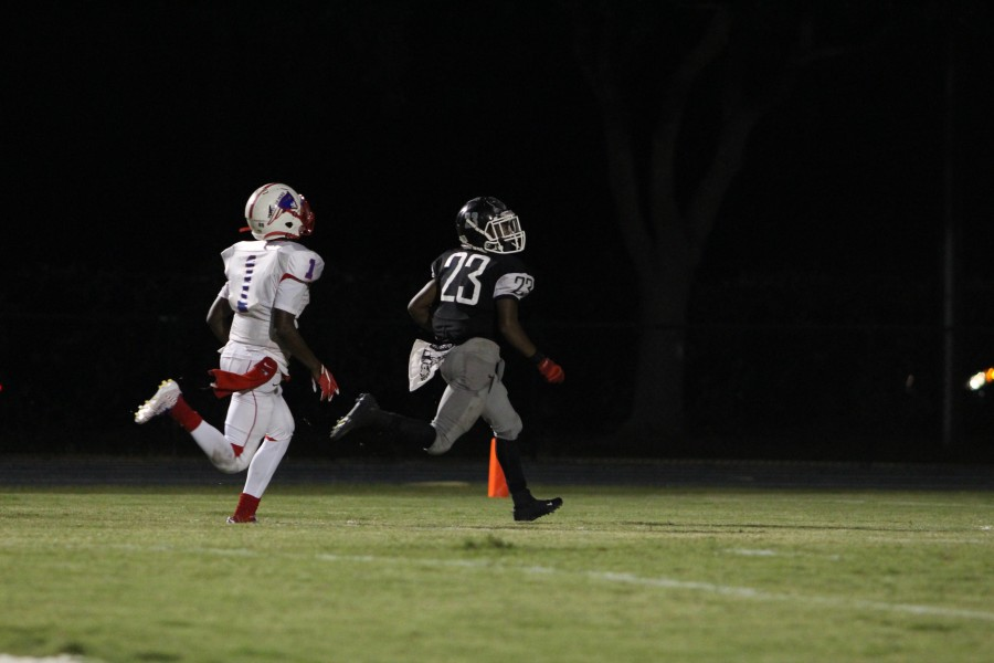 Wide+receiver+Iyan+Mitchell+%28%2716%29+runs+the+ball+into+the+end+zone+for+one+of+his+three+touchdowns+of+the+night.