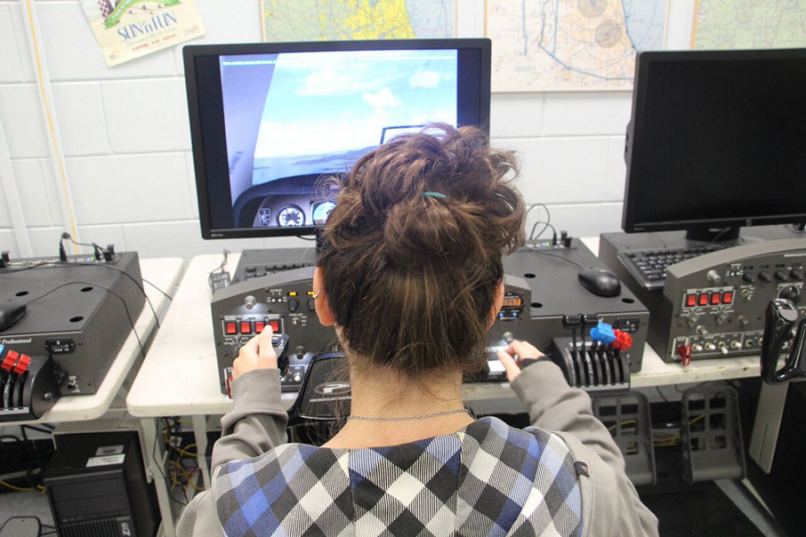 Megan+Binette+%28%2717%29+practices+using+flight+simulator+technology+sponsored+by+Embry+Riddle.