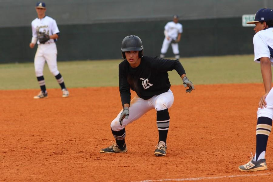 Killian+McCray+%28%2717%29+looks+to+steal+second+base+during+Monday%27s+game+against+Alonso.+McCray+scored+the+game%27s+first+run+in+the+top+of+the+second+inning.