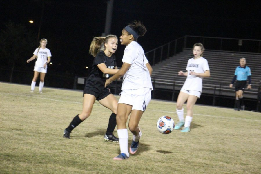 Midfielder Jalyssa Richardson ('19) battles in her game against Plant on Jan. 16.