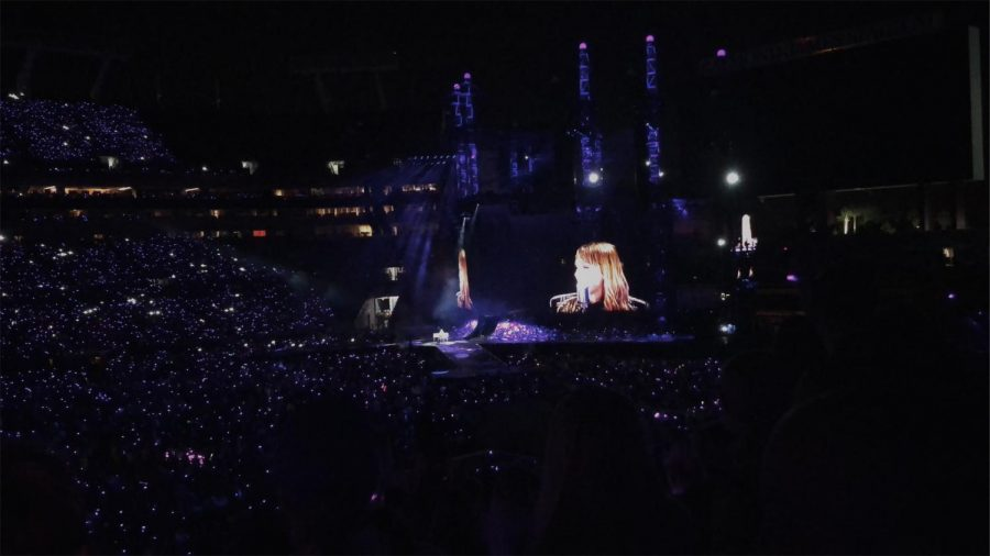 Fans+lighting+up+the+night+as+Swift+takes+the+stage