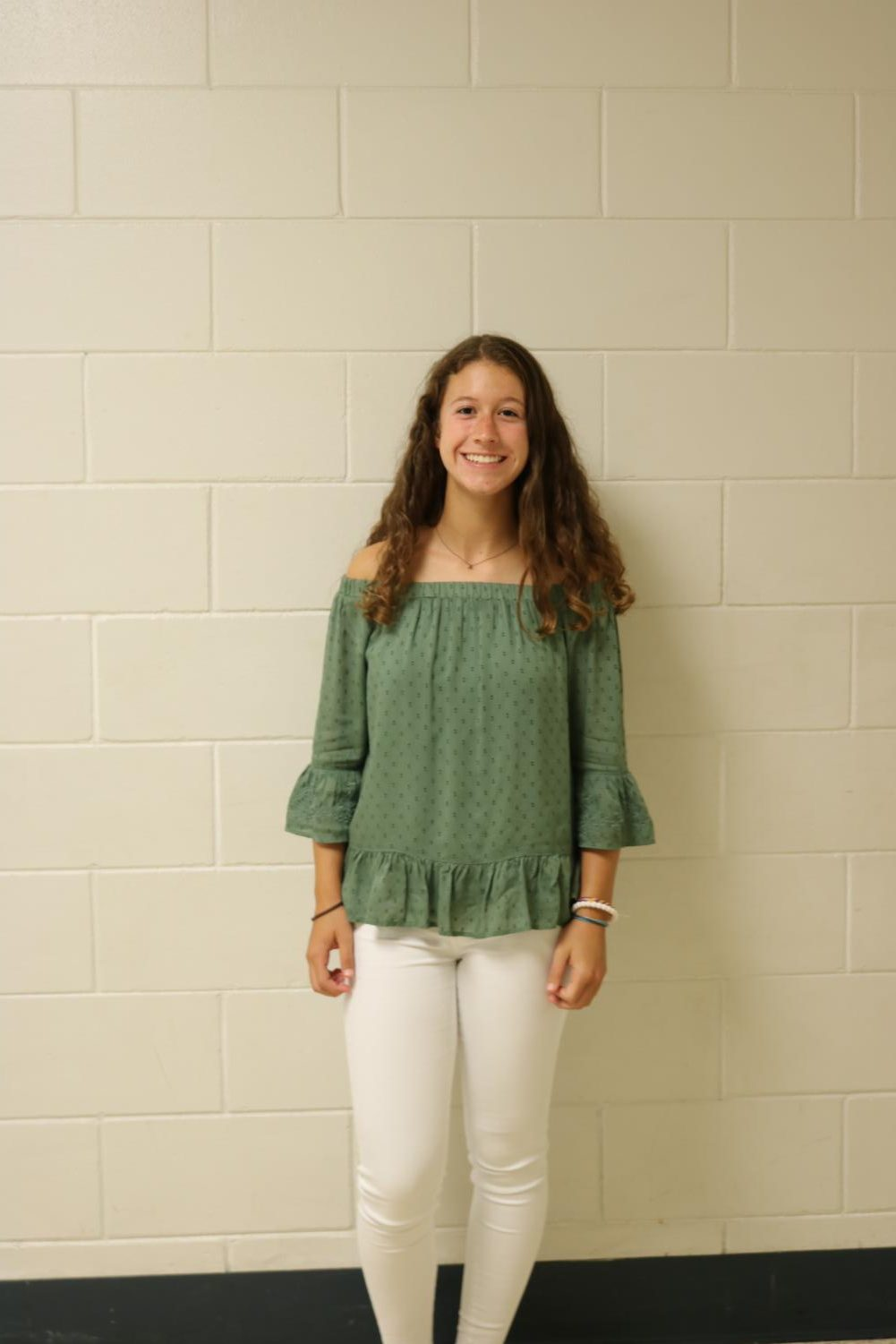 Alex+Kirkner+%28%2720%29+dressed+sophisticated+and+comfortable%2C+with+white+jeans+and+a+flowy+top.