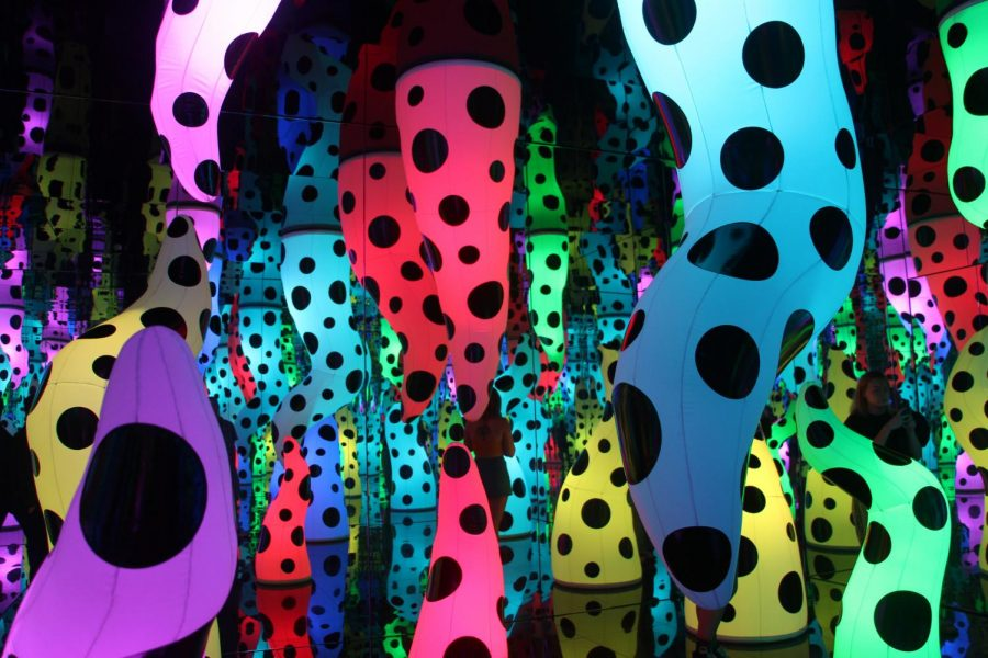 Kusamas+work+is+currently+on+display+at+the+Tampa+Museum+of+Art+in+one+of+her+trademark+Infinity+Rooms.