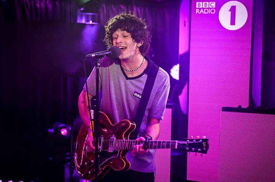 Matty+Healy+of+The+1975+performing+%22Me+%26+You+Together+Song%22+on+the+BBC.