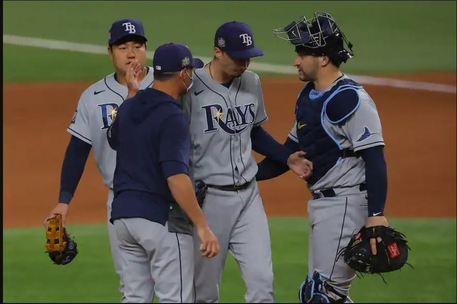 Kevin Cash yanks Snell out of the game at the bottom on the sixth inning, ultimately costing the Rays the game.