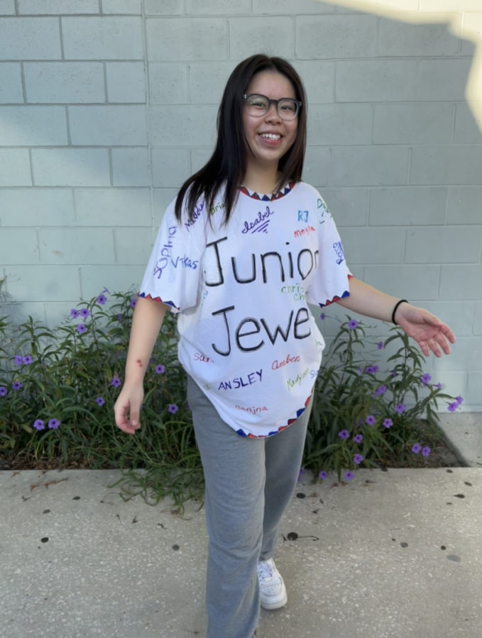 Cecilia Cheng (24) with her homemade version of Taylor Swifts Junior Jewels shirt